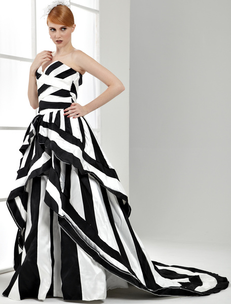 Ball Gown Black and White Wedding Dress Satin Sweetheart Quinceanera Dress фото