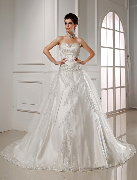 Glamorous Chapel Train White Bride's Wedding Dress with A-line Sweetheart Neck Studded Satin фото