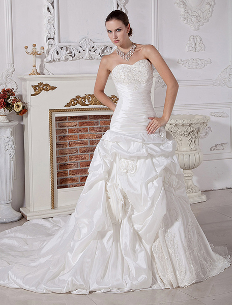 Cathedral Train Ivory Taffeta Bridal Wedding Gown with Sweetheart Neck Beading фото