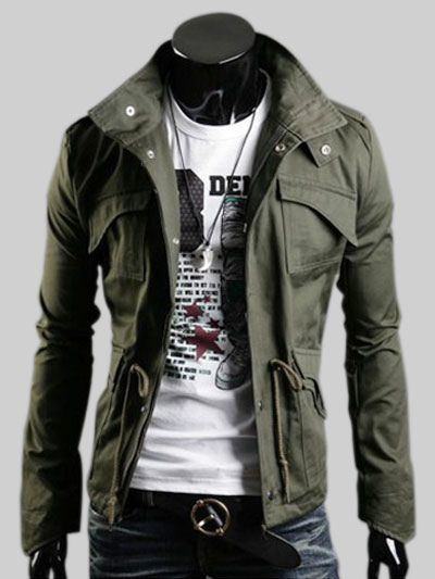 Manteau militaire avec poches à rabat et lien de serrage