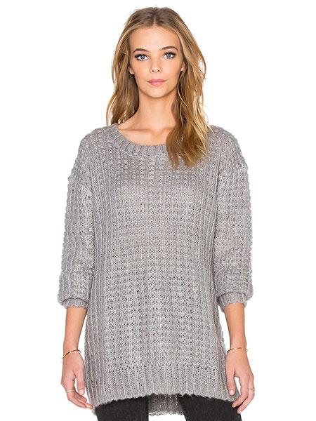 Серые трикотажные джемпера женские вырезы средней длины пуловеры
