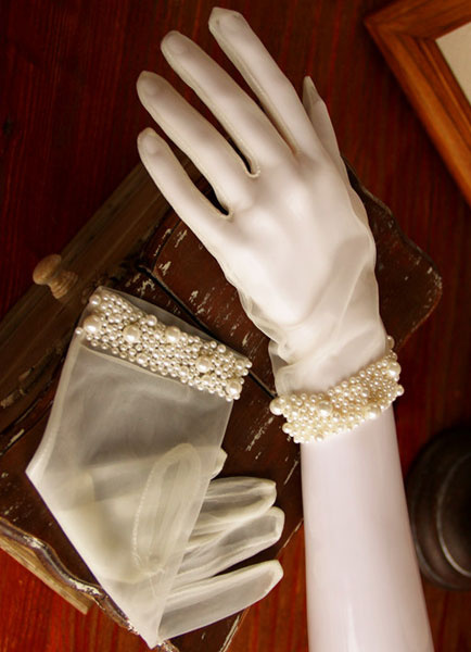 White Wedding Gloves Vintage Short Fingertips Bridal Gloves With Pearls