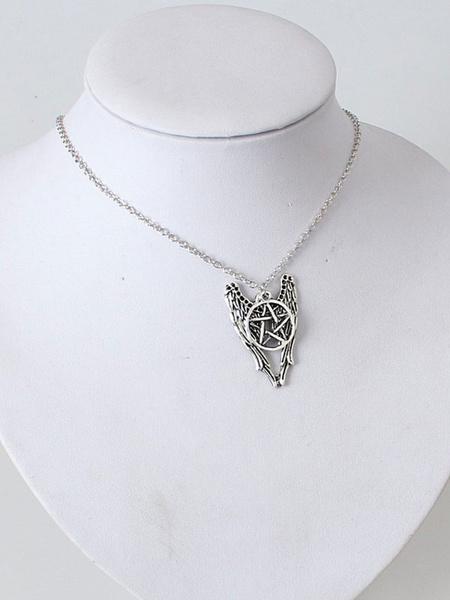 Collana di moda argenta in lega d'acciaio europea stelle con decori in rilievo ciondoli donna