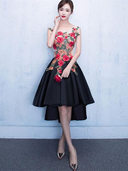 Glamouröses Ballkleid  mit U-Halsausschnitt mit Spitzen mit unsymmetrischem Design in Schwarz