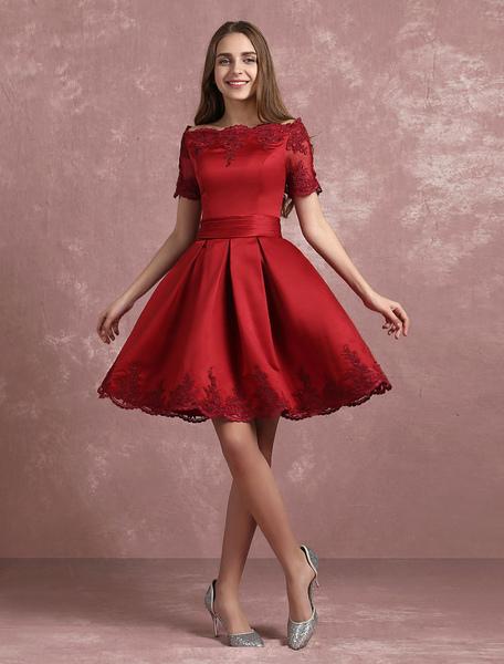 Bourgogne Homecoming robe Bateau Lace Applique court Prom robe Satin à manches courtes plissées une