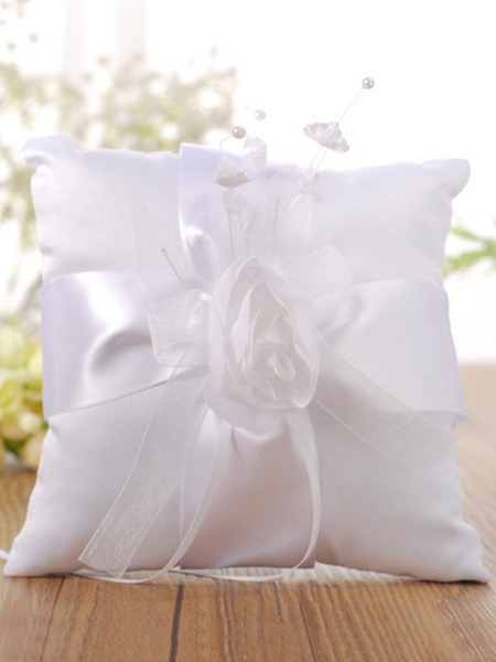 Image of Cuscino da cerimonia nuziale dei nastri dei fiori bianchi dei cuscini dell'orso