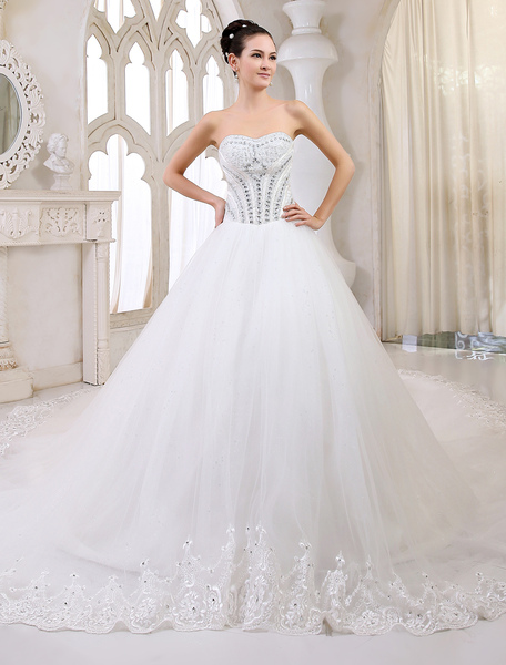 Cathedral Train Ivory Bridal A-line Lace Wedding Gown with Sweetheart Neck Milanoo фото