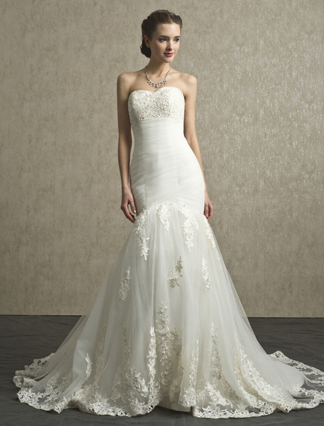 Mermaid Chapel Train Applique Ivory Wedding Dress with Sweetheart Strapless Neck фото