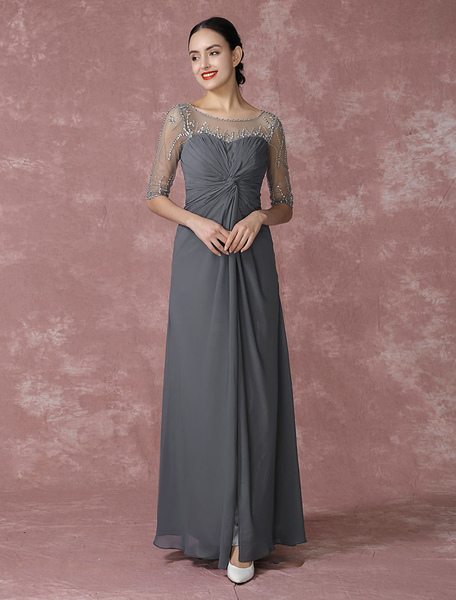Fabelhaftes Abendkleid aus Chiffon aus mattem Satin mit Rundkragen und Perlen-Applikation und Falten