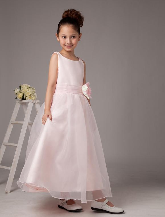robe demoiselle honneur junior en satin rose avec fleur. Black Bedroom Furniture Sets. Home Design Ideas