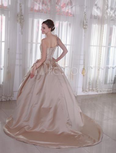robe de mari e a ligne champagne tra ne chapelle. Black Bedroom Furniture Sets. Home Design Ideas
