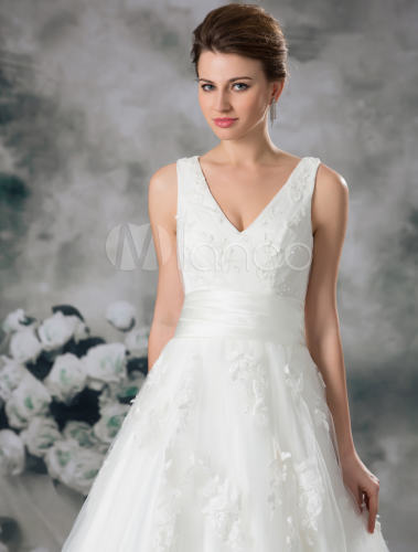 Classic Ivory Ball Gown V Neck Beading Tulle Bridal