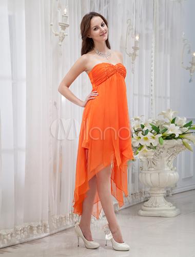 oranges tr gerloses kleid aus seide mit unsymmetrischem. Black Bedroom Furniture Sets. Home Design Ideas