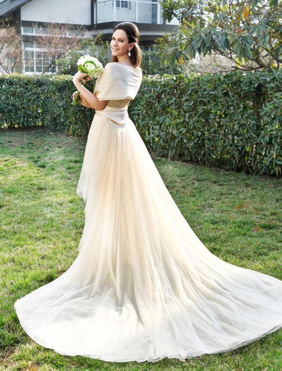 Abito da sposa champagne removibile attillato in tulle con scollo a ...