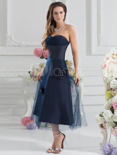 Robe demoiselle d 39 honneur a ligne bleu marine fonc e en for Robes de demoiselles d honneur bleu marine mariage