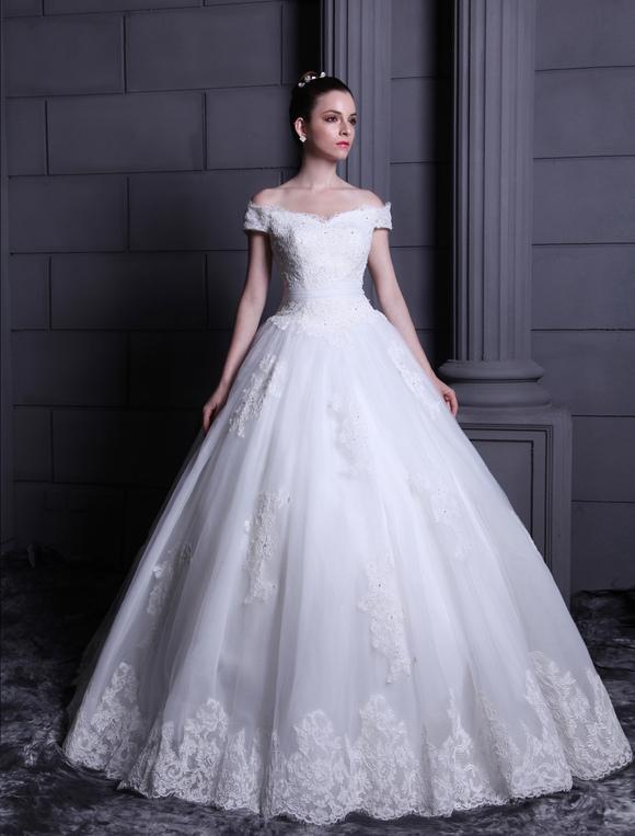 Robe pour mariage boule blanche en tulle hors de l 39 paule for Hors des robes de mariage san francisco