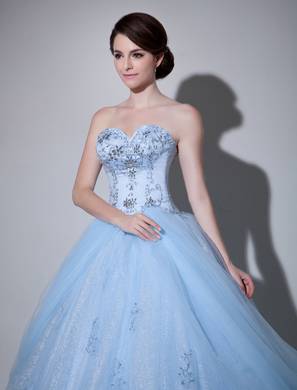 Robe de mariage en tulle bleu ciel clair brod col en for Robes de mariage bleu ciel