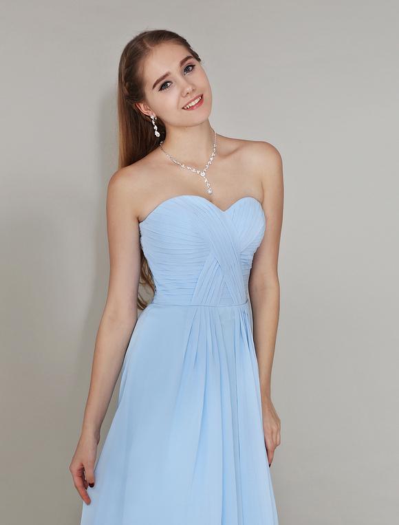 robe demoiselle d 39 honneur en chiffon bleu ciel clair pliss e d 39 encolure en coeur. Black Bedroom Furniture Sets. Home Design Ideas
