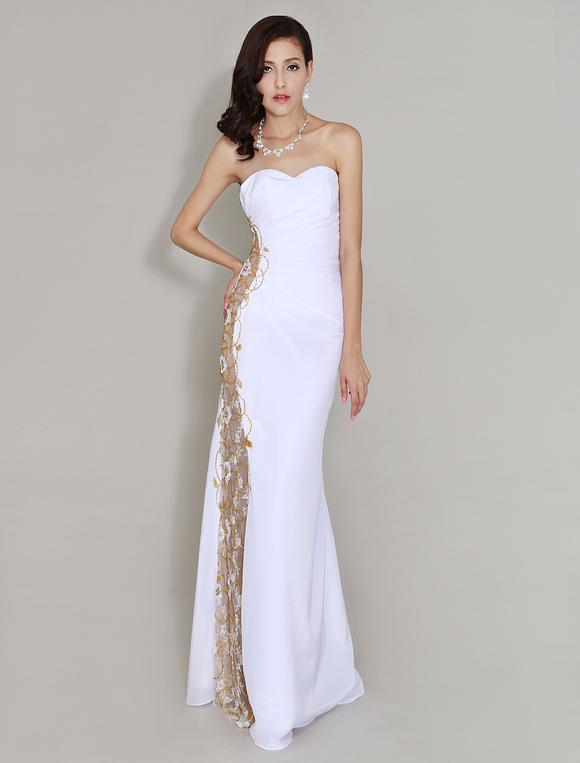 Robe de soir e blanche avec applique d 39 encolure en coeur for Don de robe de mariage militaire