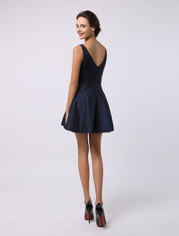 robe demoiselle d 39 honneur a ligne en satin bleu marine fonc col bateau d tail zip. Black Bedroom Furniture Sets. Home Design Ideas