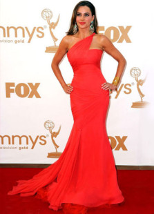 Trompeta barrido gasa Emmy Awards Vestido de rojo Sofia Vergara un hombro sirena