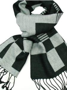 Bufanda negra con flecos