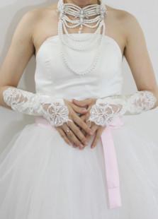 Image of Guanti da sposa per donne per il matrimonio avorio in raso di pizzo