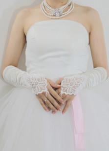 Image of Guanti da sposa per donne per il matrimonio avorio floreale in raso