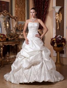 Image of Abito da sposa avorio classico & tradizionale in raso senza spalline a pieghe con strascico di corte