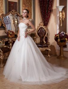 Свадебное платье бальное без бретелек с кафедральным шлейфом из сетки с бусинами