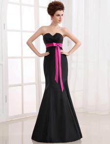 Elégante robe de demoiselle d'honneur noire faite en satin