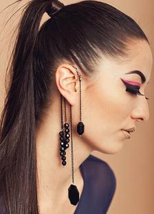 Image of Orecchini pendenti moderni neri metallici alla moda