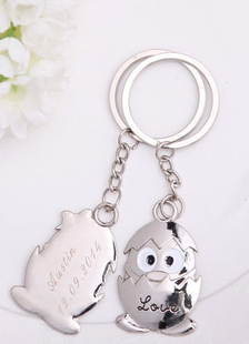 personalized-metal-new-born-penguin-keychain-4-couple