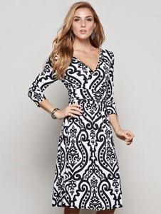 Image of Bianco con scollo a v 3/4-Length vestito aderente femminile manica vestito longuette stampato