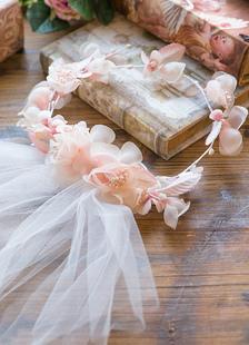 2-tier velo corte borde velo de Novia de tul con flores rosadas