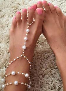 beach-wedding-footwear-gold-wedding-anklet-pearls-beach-wedding-shoes