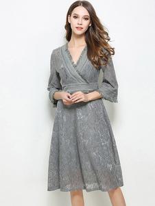 Image of Pizzo grigio vestito V collo 3/4 lunghezza maniche a pieghe Skater vestire
