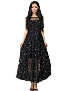 Image of Vestito lungo nero di pizzo con scollo tondo smanicato con pizzo modellante a rete