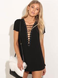 Image of Il manicotto corto del vestito dalla maglietta nera merletta in su i mini vestiti da estate delle donne