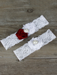 white-bridal-garter-lace-pearls-flowers-detail-wedding-accessories