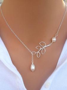 Image of Collana con pendente in argento Perle femminili Dettaglio Collana a forma di foglia