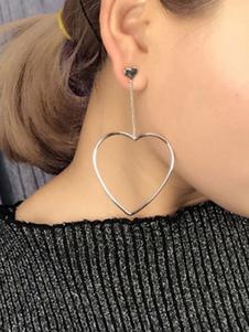 Image of Orecchini di moda argenti in lega d'acciaio bucato cerchio cuore chic & moderni con decori in metallo fuori