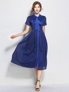 Image of Vestito in pizzo blu di pizzo con colletto impreziosito maniche corte con annodature modellante donna