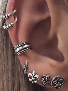 Image of Orecchini di moda bucato in lega d'acciaio argenti con decori in
