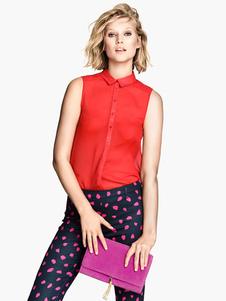 Image of Camicia casual alla camicia senza maniche in camicia di turbamento della camicia rossa delle donne
