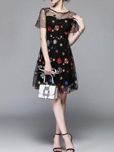 Image of Abito da donna corto con maniche corte girocollo ricamato abito estivo da donna