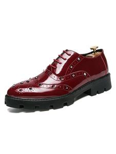 Burgundy Oxford Shoes Hombre Zapatos de vestir Remaches puntiagudos Encajes hasta Zapatos de negocios ocasionales