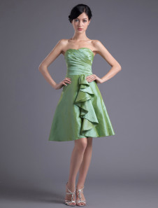 A-line Green Taffeta Ruffles Sweetheart Knee-Length Bridesmaid Dress For Wedding