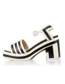 Sandali alla moda neri formali a strisce