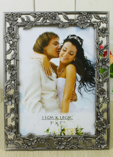 vintage-flowers-engraved-silver-wedding-picture-frame